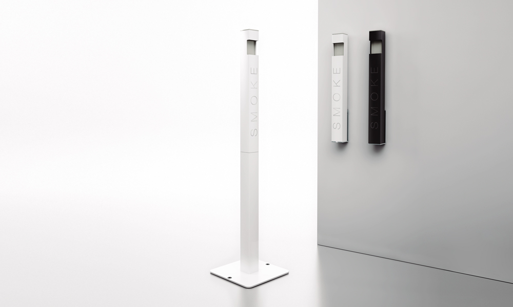 Fum. Columna cenicero de aluminio pintado que incluye un depósito