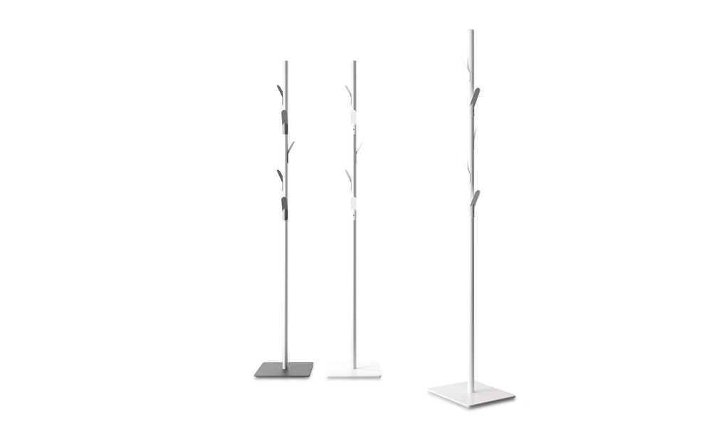 Branch. Coat stand with metallic hangers that evoke the branches of a tree