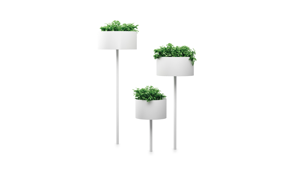 Green Cloud Peg. Macetero fabricado en aluminio. Incluye plato
