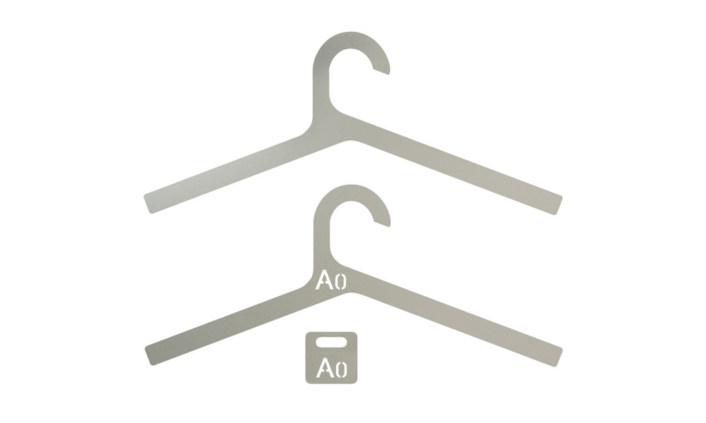 Inper. Stylish and lightweight hangers made in sandblasted aluminum