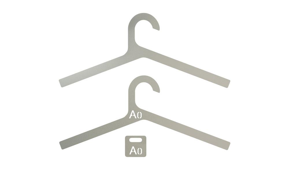 Inper. Stylish and lightweight hangers made in sandblasted aluminum