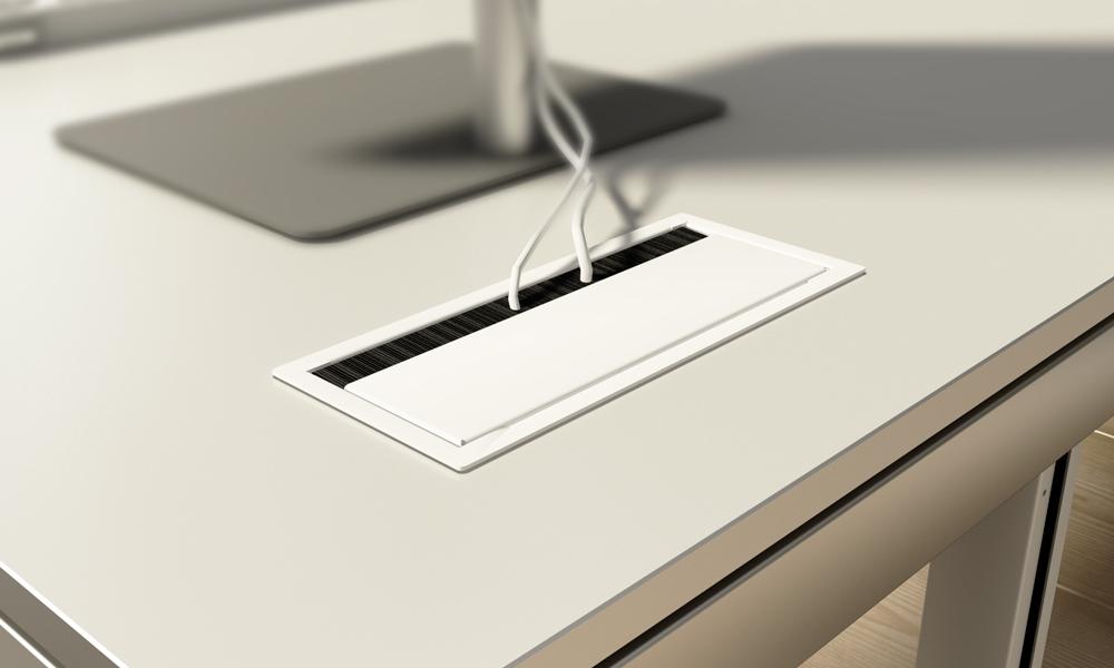 Swire. Pasacables rectangular de sobremesa metálico y lacado. Systemtronic.