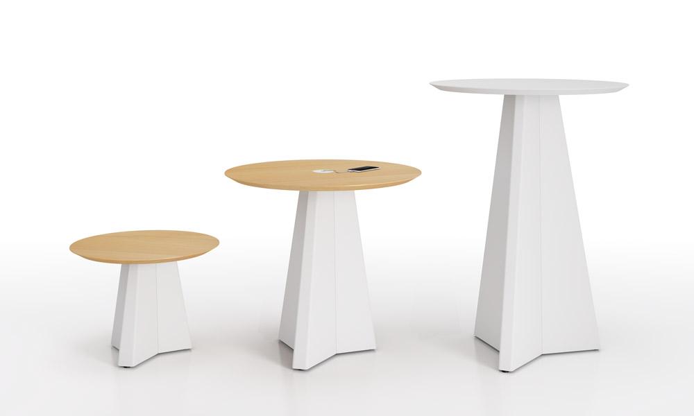 Origami. Colección de mesas con bases irregulares de acero plegado.