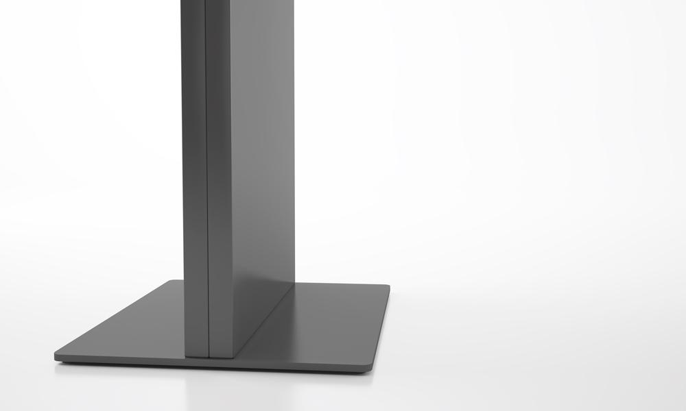 Lit. Panel vertical autoportante usado como panel informativo