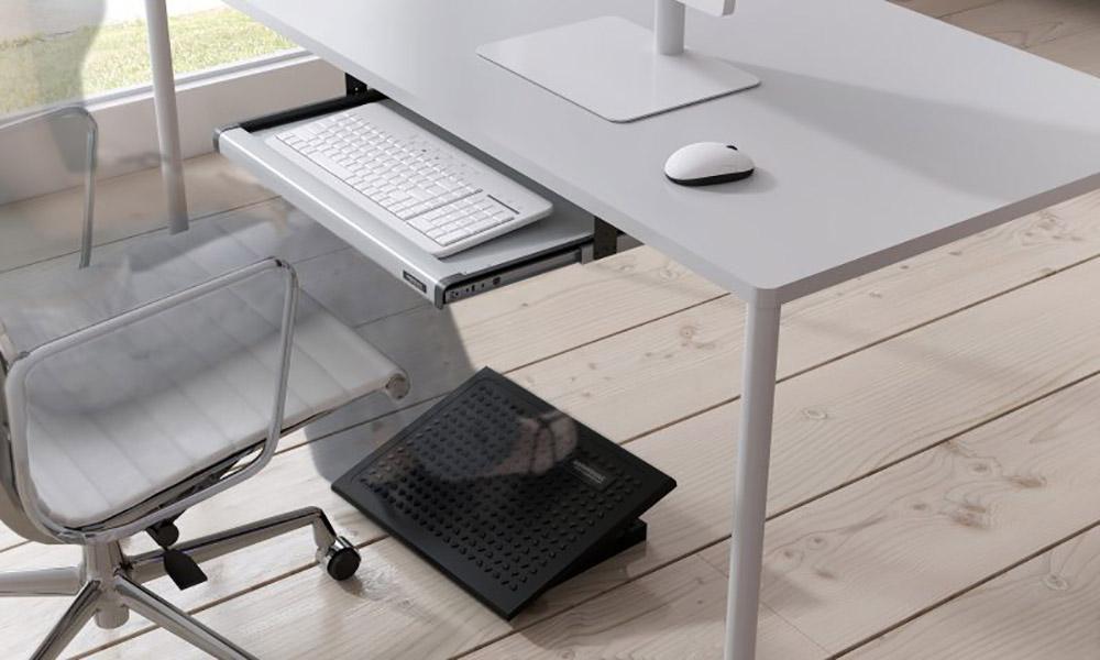 S09M. Bandejas de teclado instalables bajo la mesas